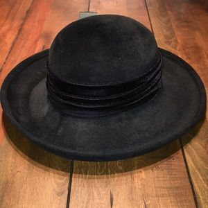 Black hat with velvet band